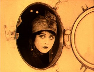 Theda_Bara_in_A_Fool_There_Was