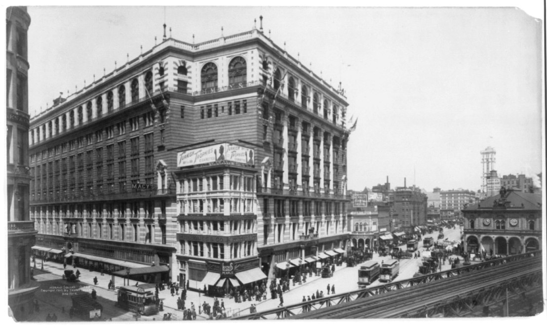 New_York_City-_Herald_Square_-_facing_Macy's,_with_elevated_railroad_in_right_foregrd._LCCN2003678141.jpg