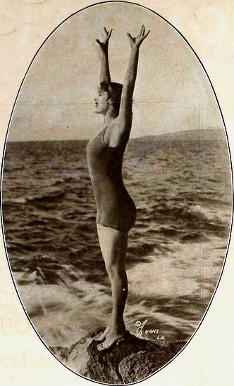 Annette_Kellerman_-_May_1920_MPN.jpg