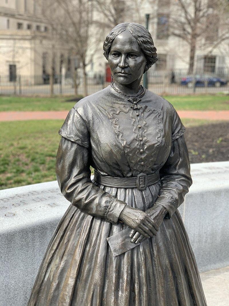 800px-Elizabeth_Keckley_VWM_Statue